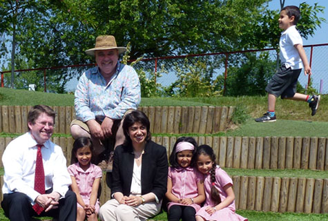 Labour MPs Kevin Brennan & Seema Malhotra enjoying the sun with Small Earth's Julian Faulkner and pupils from Hounslow Heath Infants School